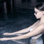 Scrunchie-is-back-chouchou-waterproof-maillot-de-bain-rose-blanc-marque-paris4