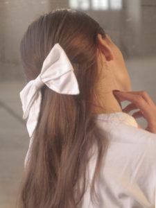 barrette-cheveux-noeud-blanc-coiffure